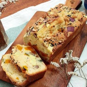 秋の味覚がゴロゴロ!ホットケーキミックスで作る「さつまいもとかぼちゃのパウンドケーキ」