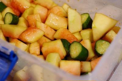 ■簡単!!5分!!【自家菜園発!出遅れた若採り西瓜と胡瓜の漬物】絶品!!です♪