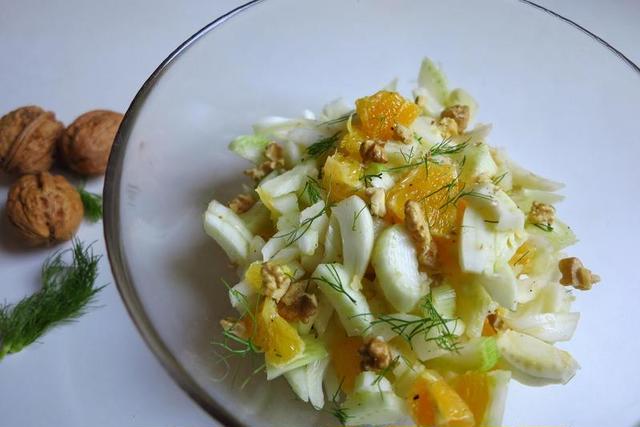 香り爽やかなフェンネルとオレンジのサラダ
