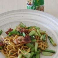 小松菜と豚肉の焼きそば グリーンカレー風味
