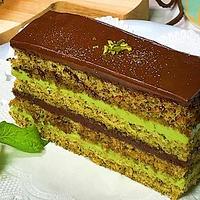 抹茶のオペラケーキ(オペラ座をモチーフにしたケーキ)