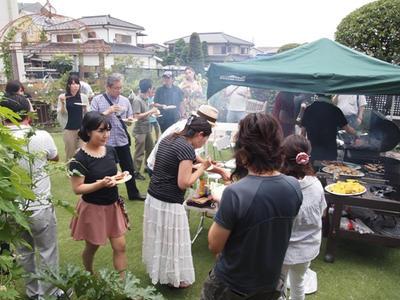 長澤家の庭で初のBBQ大会!