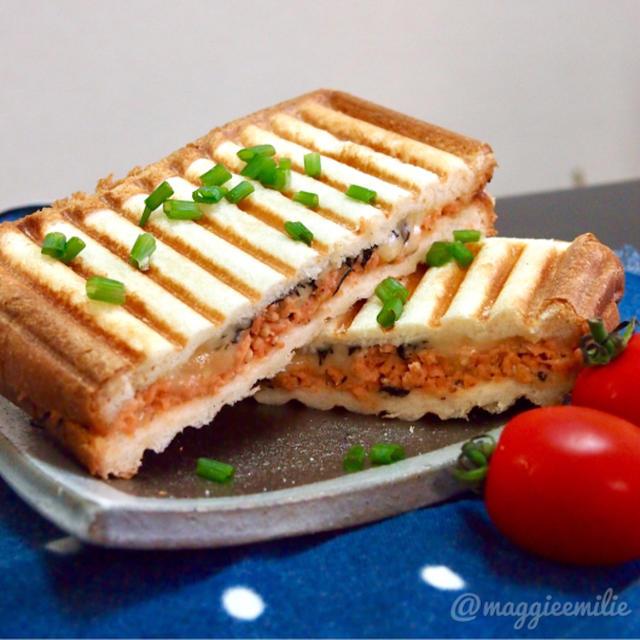 簡単朝ごはん!鮭フレークとチーズの和風パニーニ