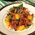 人参と夏みかんと生ハムのサラダ。カラフルな人参で彩り鮮やかなデリサラダ。