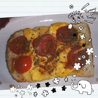 ミニトマトとスクランブルエッグトースト