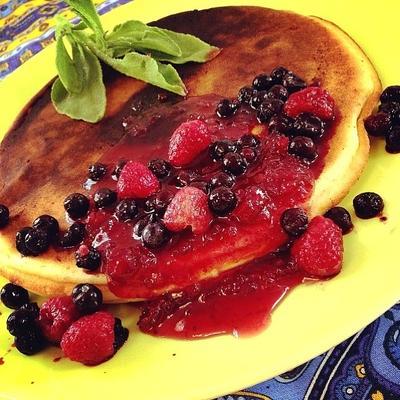 グリルプレートでパンケーキ   ラズベリーソース