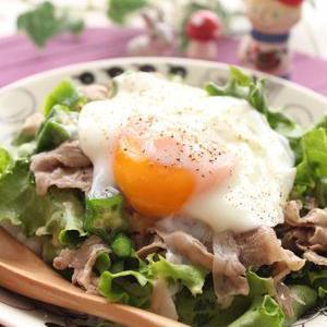 暑い季節のランチに♪野菜たっぷり簡単「サラダ丼」