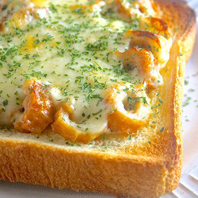 低価格でボリューミー!男子の胃袋も大満足『ちくわのツナマヨ♡チーズトースト』《簡単*節約》