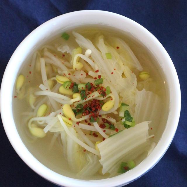 ★白菜・もやしスープ(콩나물배추국)。