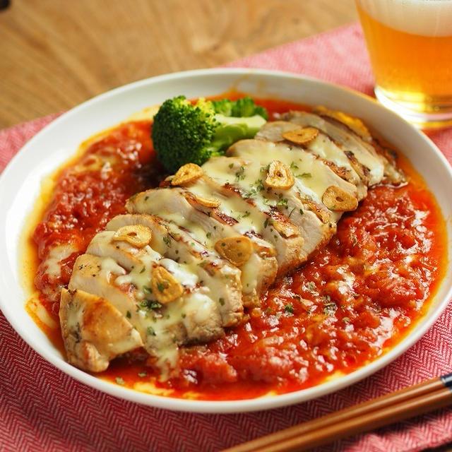 鶏むね肉のトマトチーズ焼き、ぽん酢しょう油で鶏むね肉が驚きの柔らかさに!作り方動画