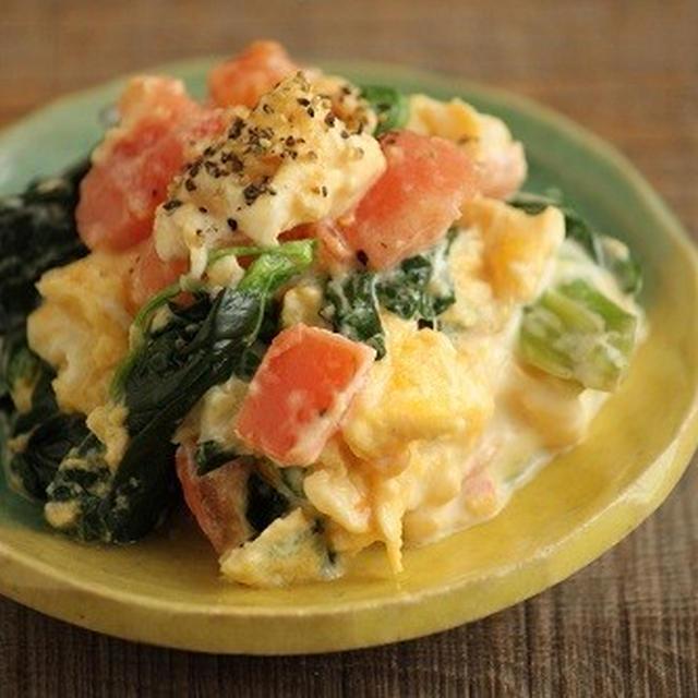 簡単・副菜♪ほうれん草と卵のホットサラダ