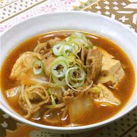 寒い夜はあったかくてピリ辛なおかず、タバスコでキリッと辛い!鍋風豚肉豆腐。