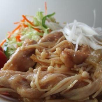 鶏肉、セセリって美味しんですよね。食べ応えあるし・・・ #鶏肉 #セセリ #エノキ茸 #ピリ辛 #酸辣