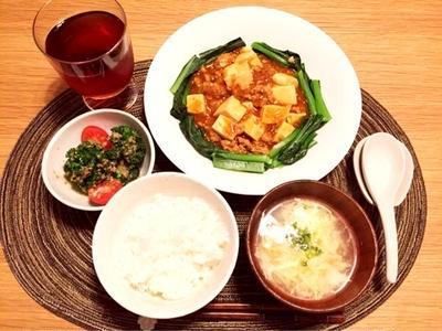 麻婆豆腐とコーンと卵の中華スープとカップヌードル