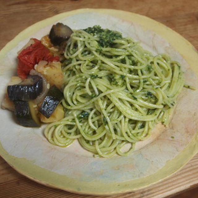 バジルソースのスパゲッティ,ラタトュイユ添え