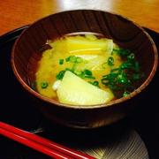 じゃがいもと玉ねぎの味噌汁 by 豊田  亜紀子さん