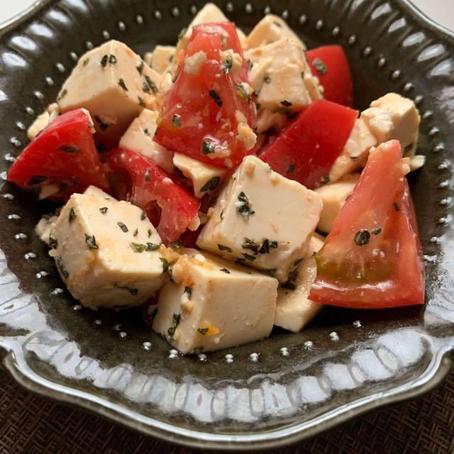 ヘルシーなイタリアンおつまみ♪豆腐とトマトのバジル和え
