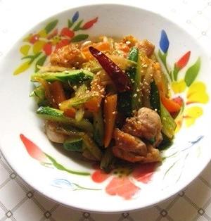 鶏肉とキュウリのピリ辛炒め