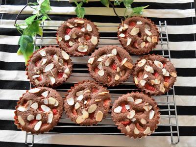いちごとココアのフィナンシェ。バレンタインにぴったり、簡単お菓子。