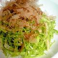 鰹節で旨みたっぷり☆春キャベツと竹輪のサラダ