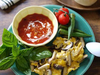 >ワンプレート 簡単! 栄養たっぷり スープ スクランブルエッグ 【キノコのバタースクランブルエッグ】【ズッペンのトマトスープ】 by SHIMAさん