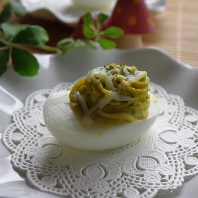 アボカドディップの卵ボートサラダ