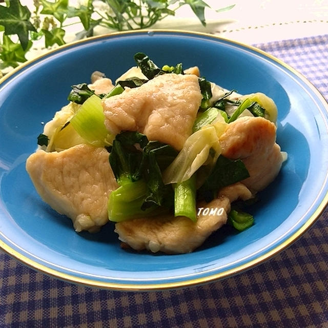 ガッツリ!鶏むね肉と小松菜の「ヤマサ ぱぱっとちゃんと これ!うま!!つゆ」炒め