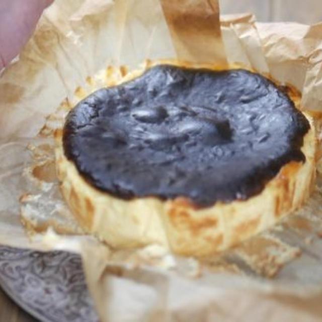 簡単で濃厚!バスク風チーズケーキの作り方~薄力粉なしレシピ