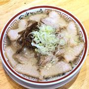 あっさりサッパリ出汁と大きなお肉が印象的な中華そば