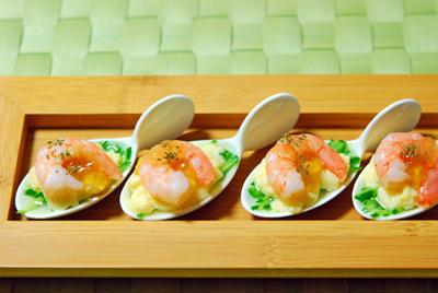 シャキシャキきゅうりと卵豆腐の海老のっけワンスプーン♪