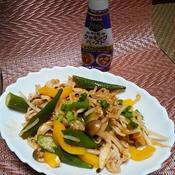 夏野菜とビーフンのトムヤム炒め