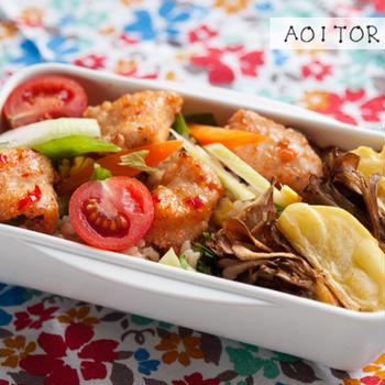 お弁当(鶏むね肉の唐揚げサラダごはんと、3色そぼろ丼)