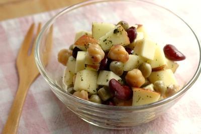 豆とチーズとりんごのマリネ☆ほんのりハーブ風味