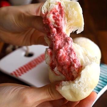 【動画あり】今年も食べよう。いちご生クリームパン🍓レシピ付き