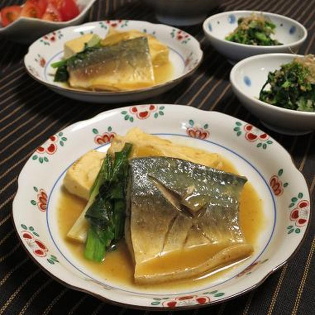 鯖の味噌煮とほうれん草の胡麻和え