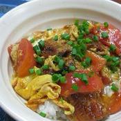 うなぎとトマトのピリ辛卵とじ丼