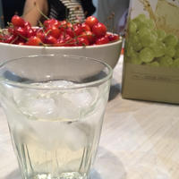 カルロロッシと簡単おつまみ2種〜山盛りサクランボ