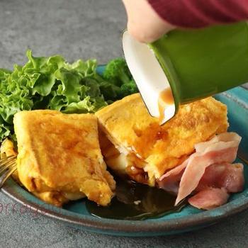 韓国でバズったレシピをアレンジ!フライパン1つで簡単「ベーコンエッグ・ワンパントースト」