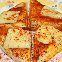 チーズはんぺんのチリパウダー焼き