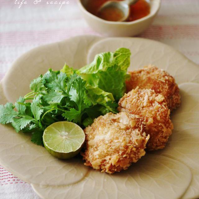簡単タイ料理☆サクサク、ふんわりトートマンクン風(えびのすり身揚げ)&ママが美容師さん