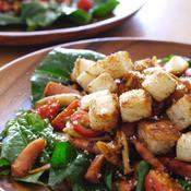粗挽きソーセージ・シメジ・トマトソテー のモーニングサラダ