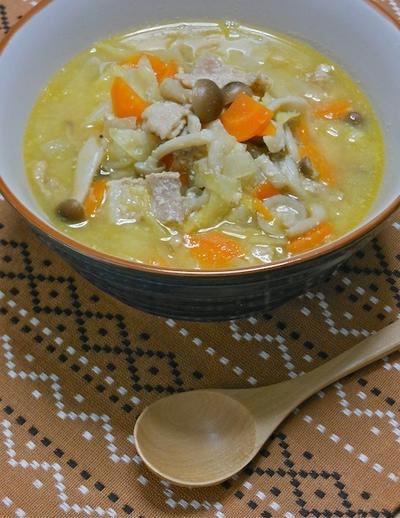 生姜でぽかぽか風邪予防〜すぐ煮え簡単&減塩!和風シチューみたいな具だくさん豆乳豚汁。