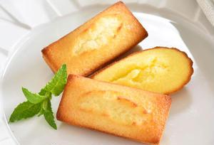 アーモンドの香りと発酵バターの芳醇な風味のフィナンシェと、ラム酒とレモンが香るマドレーヌの詰め合わせ...