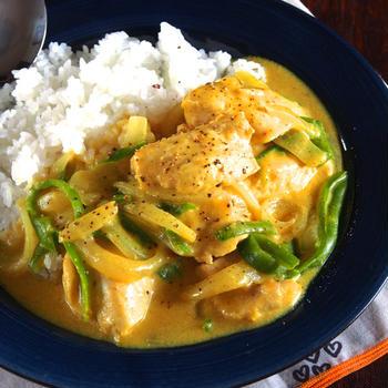 【簡単鶏胸肉レシピ】小麦粉と牛乳とカレー粉でチキンクリームカレー
