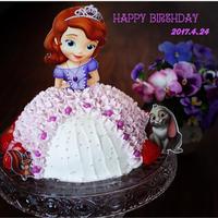 4歳誕生日 ソフィアちゃんのドレスケーキ