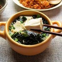 リケンの『ワカメスープ』に豆腐ともやしをプラスしても美味しい♪