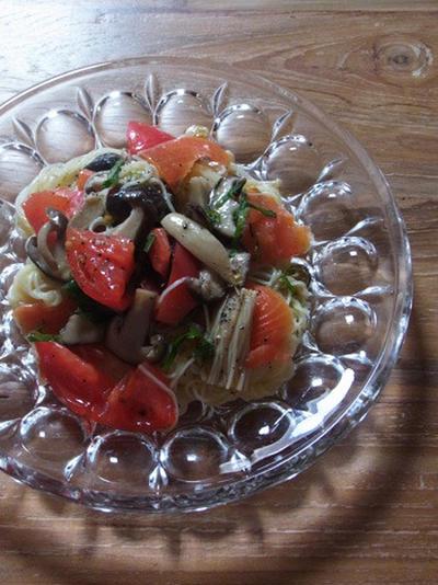 トマトとスモークサーモンの冷製パスタ