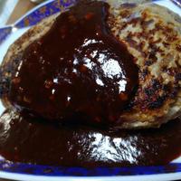 セロリソルトがアクセント! 手でこねないで作る肉粒感たっぷりのハンバーグのレシピ