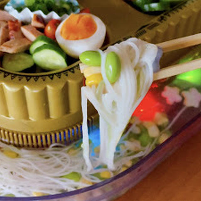 えだまめコーンのキラパワ流しそうめん (レシピ) キラキラ光る 7色レインボーLED | 英語料理 レシピ動画 | OCHIKERON