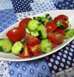 トマトときゅうりのバジルサラダ